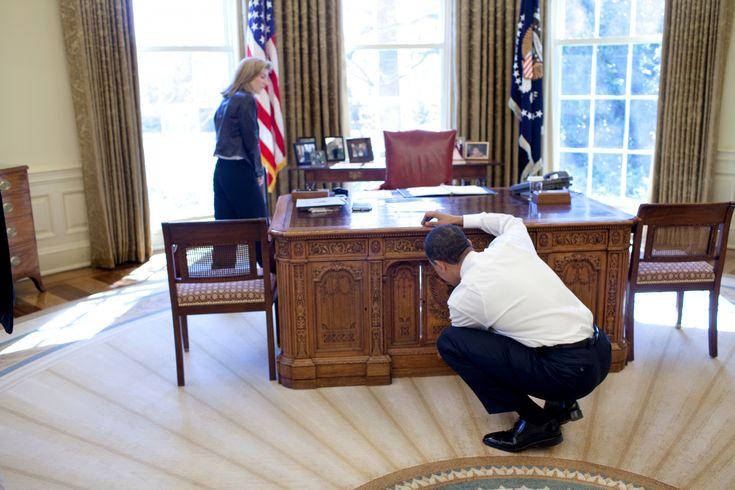 White House Oval Office President Resolute Desk - Design Desk Ideas Check more at http://www.sewcraftyjenn.com/white-house-oval-office-president-resolute-desk/
