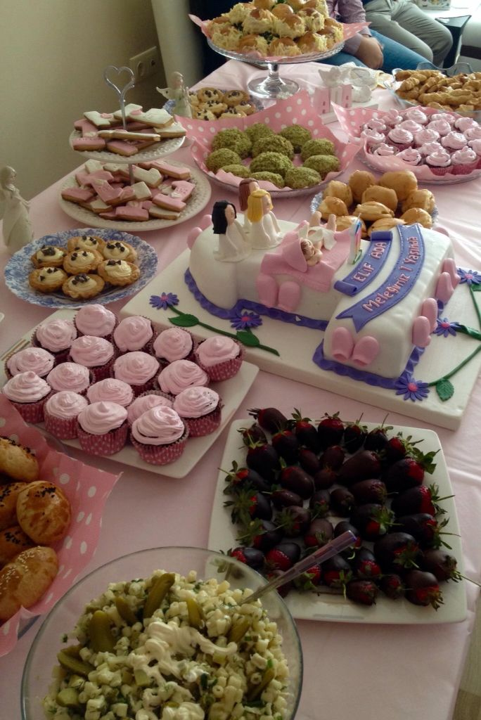 melek konseptli doğum günü partisi masası