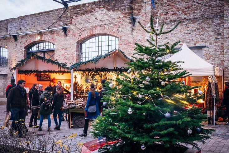 Traditionele kerstmarkten, heerlijk! Lekker eten, rondsnuffelen tussen kneuterige Duitse accessoires en natuurlijk veel Glühwein en heiße Schoko dinken. Heerlijk! Maar als je echt leuke dingetjes wilt shoppen moet je eigenlijk ergens anders wezen. En gelukkig biedt Berlijn ook een hoop alternatieve kerstmarkten aan, waar je terecht kunt voor leuke kerstcadeau's en design uit Berlijn.
