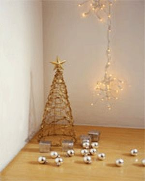 1000 images about white and gold christmas tree decor on for Modern gold christmas tree