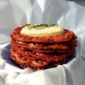 Ob Reste aus dem Entsafter oder frisch geraspeltes Gemüse: Diese leckeren und veganen Gemüsewaffeln sind super schnell zubereitet.