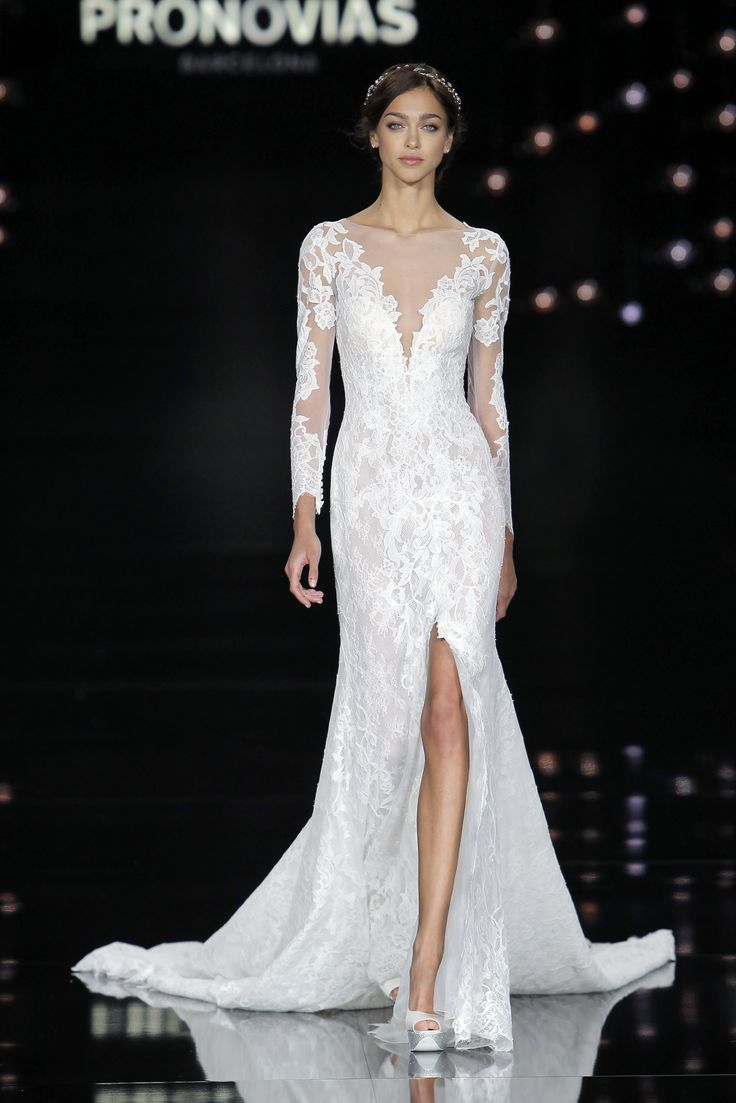 Zhenya dress in Nenufar dress made of lace and tulle.