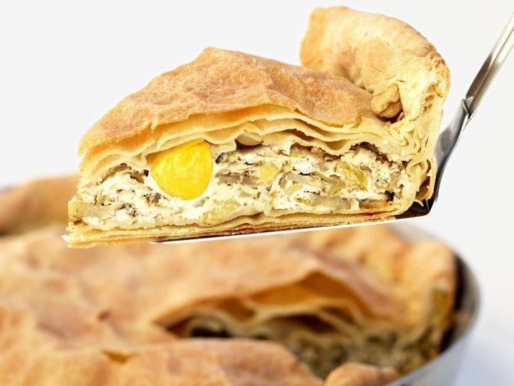 Impara a preparare l'antica ricetta della torta pasqualina con i carciofi e scopri i simboli religiosi connessi a questo piatto tipico del menu di Pasqua.