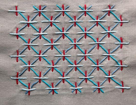 """Sashiko costura es una técnica de costura elegante y muy simple que data del 1600 """"s. Originalmente utilizado para reparar y telas colcha, utilizamos ahora como una puntada decorativa. A veces llamado bordado, sashiko es realmente una puntada de acolchado."""