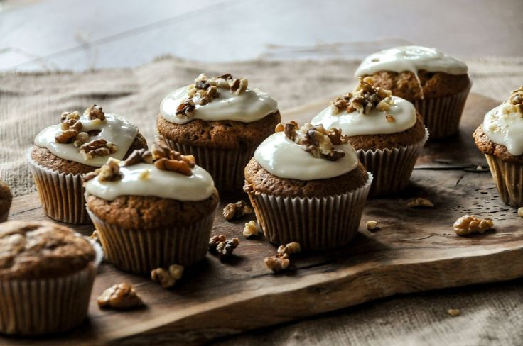 Cupcakes με κολοκύθα από τον Άκη Πετρετζίκη! Μία συνταγή για τα καλύτερα Cupcakes με γλυκιά κολοκύθα που έχετε φάει ποτέ σας! Δοκιμάστε τα και φτιάξτε τα αμέσως