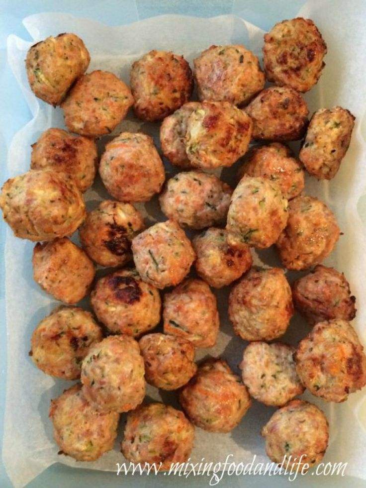 Viva La Meatballs ( Long Live The Meatballs !! ) 1 Onion Halved 1 Garlic clove 1 Carrot 1 Zucchini About 100g Feta Cheese Dried Herbs Parsley, Thyme and Sage - about a teaspoon of each 1-2 Teaspoons of Tumeric - ( optional - see note below ) Vegetable Stock Paste about 20g 1kilo Chicken M