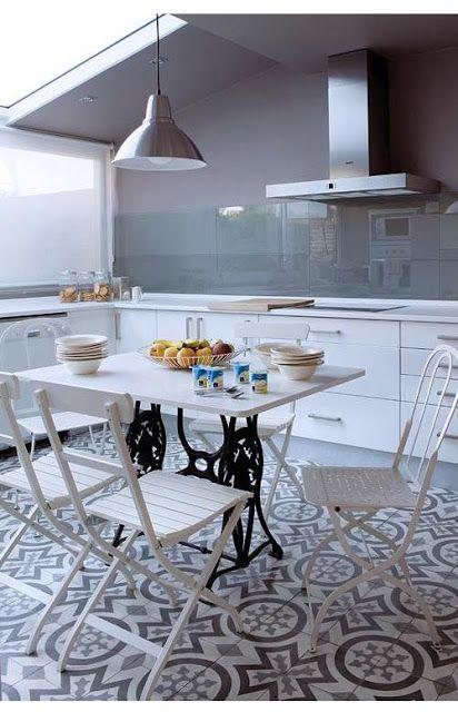 Mesas de comedor y desayunadores hechos con bases de for Maquinas de cocina