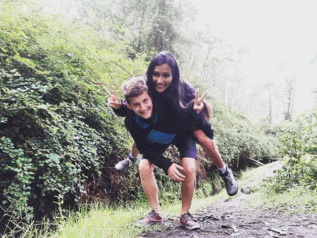 """""""Uno de los tantos sitios recomendados en la ciudad de Otavalo (Ecuador) es; La cascada de Peguche📍🌎. Se encuentra ubicada a 3.3km. de la ciudad de Otavalo, y es de muy fácil acceso; 📌 Podes llegar 🚶 siguiendo la trayectoria de la vía del tren (como nosotros lo hicimos), en unos 40 minutos, en 🚗 propio, 10 minutos o bien en transporte público (2 Usd) en 20 minutos. Dentro del parque podemos encontrar; 📌 La propia Cascada. Consta de unos 30 metros de altura y 6 de ancho. Llevate 👙💦…"""
