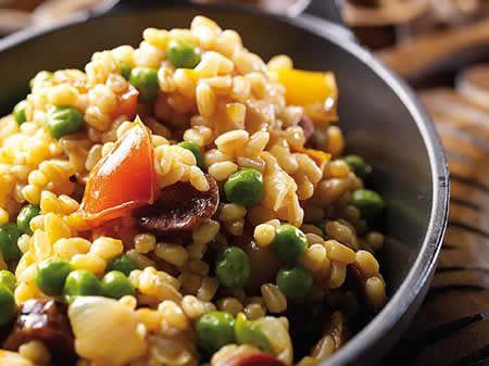 Ebly avec chorizo et légumes cookeo, une des recettes les plus faciles faites avec le cookeo pour un plat principal de dîner en famille.