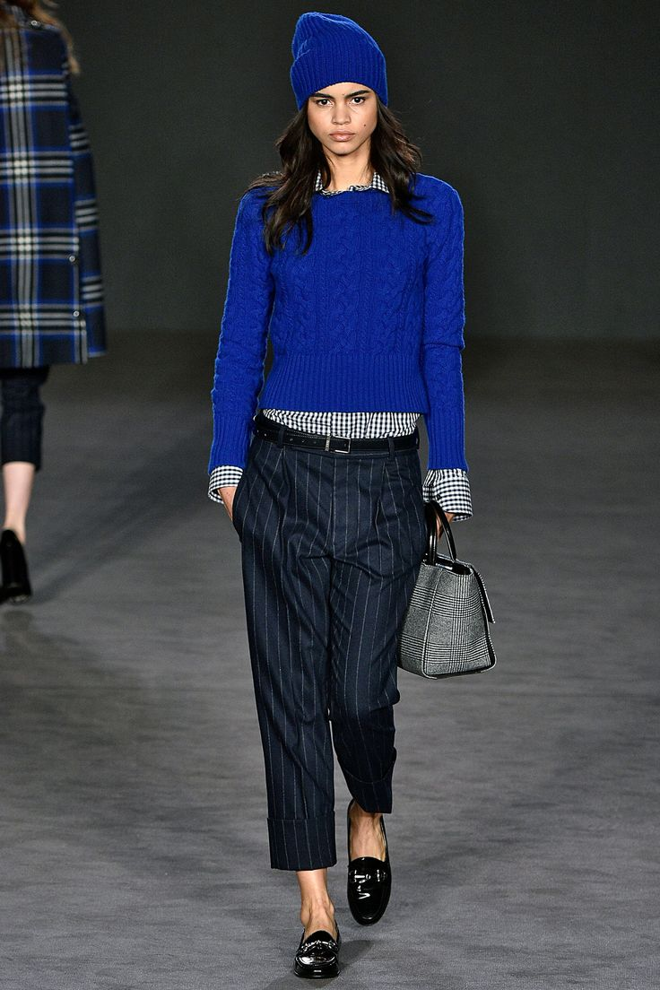 Daks Autumn/Winter 2017 Ready to Wear Collection. Electric blue knitted jumper