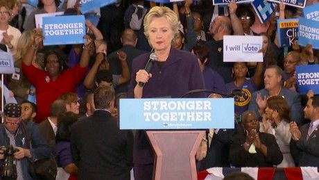 Clinton looks to capitalize on Trump, RNC chaos
