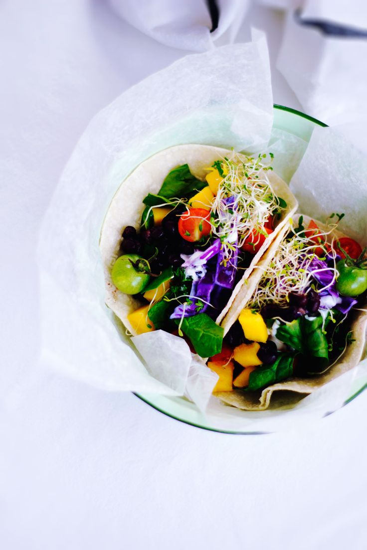 Cabbage, Mango, Spinach Vegetarian Tacos for an Easy Weekend Meal ///