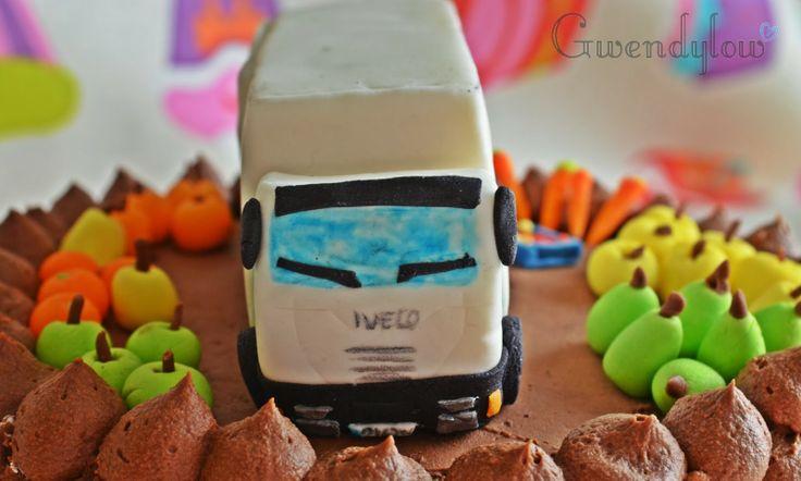 Tarta de trufa, nata y crema - A Jaén se fue un camión lleno de... Frutas