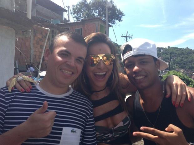 Jetss   Sabrina Sato grava com funkeiros em favela no Rio