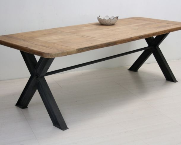 Tavolo legno naturale base ferro