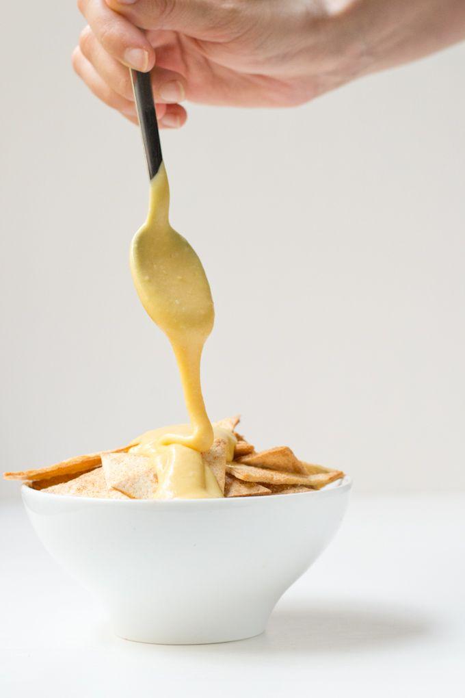 Este queso vegano tiene una textura y un sabor tan parecido al queso fundido que no notaréis la diferencia. Además es más ligero y saludable.