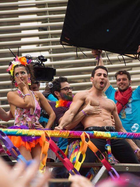 Garotos Amam Moda: Sense 8 na Parada Gay de São Paulo.