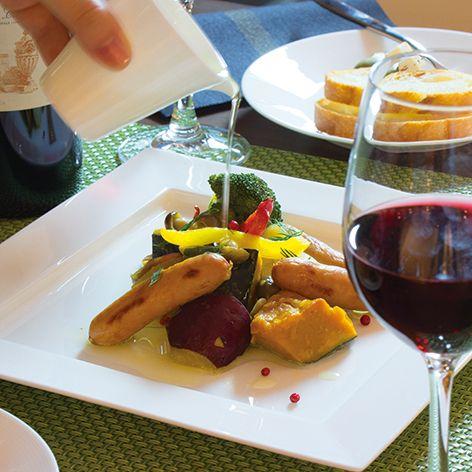 【EXQUISITE(エクスクイジット)】メイン料理や前菜、デザートなど、色々なメニューに素敵にお使いいただけます 。世界中のホテル・レストランのプロフェッショナルを魅了するNIKKO定番のシリーズです。 EXQUISITE 25cmフラットスクエアプレート #bonechina #tablewear #white #NIKKO