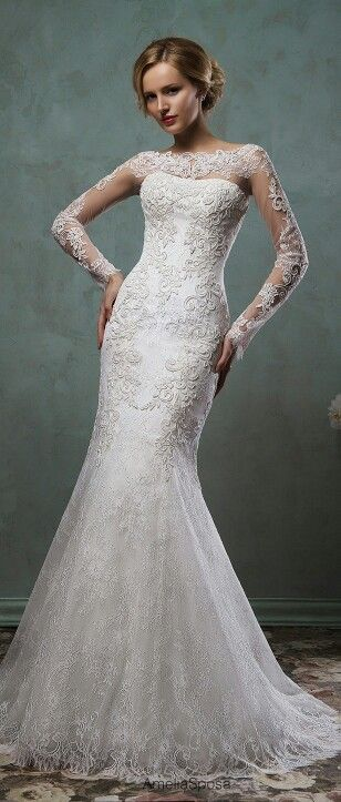 Totally crushing on this dress...it's the perfect combination of #modesty #sexiness #elegance. #dreamdress