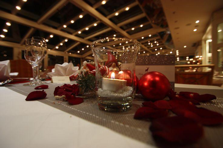 Weihnachtsabend im Sommergarten des Riessersee Hotel Resorts in Garmisch-Partenkirchen - Christmas Eve in the restaurant Sommergarten at the Riessersee Hotel Resort, Garmisch-Partenkirchen, Bavaria