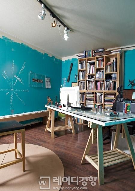 감각적으로 재구현한 주택 개조 사무실