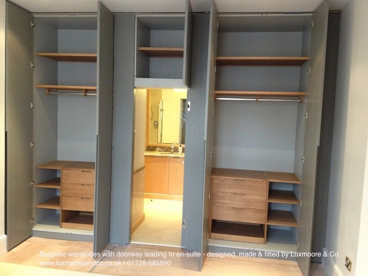 Huge wardrobes with door leading to en suite bedroom for Ensuite dressing room ideas