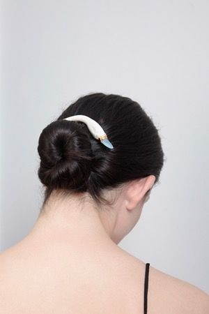 Blue swan hair comb - BEATRIZ PALACIOS jewelry