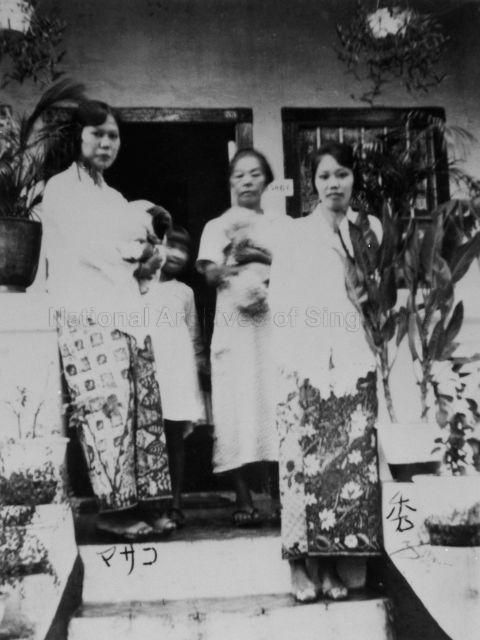 Japanese ladies' fashion in the 1930s and young Hideko Nishida (right) who is dressed in the sarong kebaya - 1930s