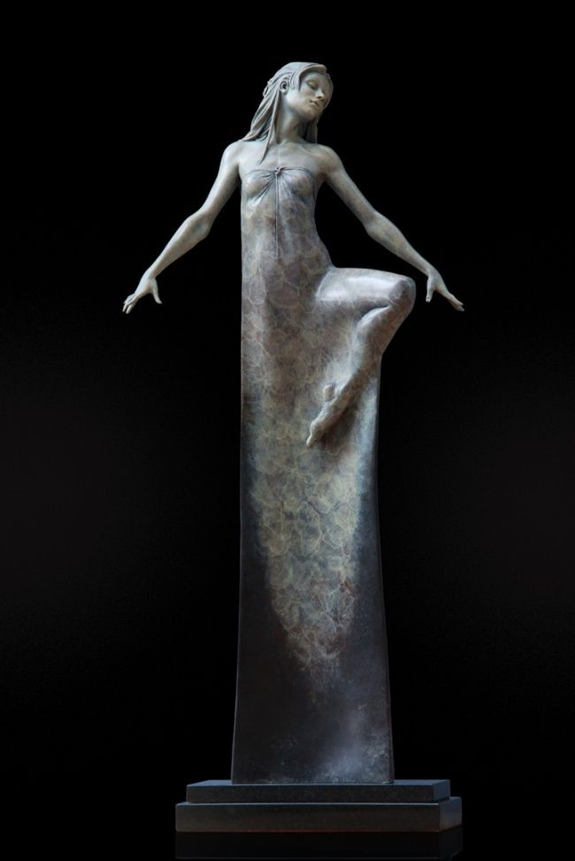 The incredible sculptor who captures feminine grace and elegance in bronze