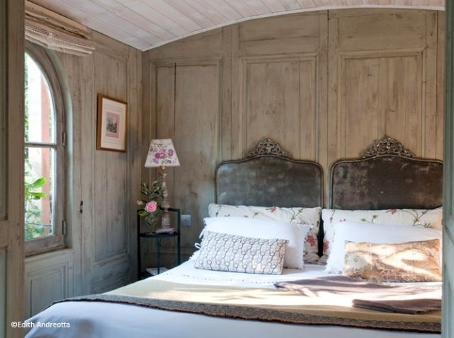 Using French Country Style For Bedroom Decorating Ideas. See More. Chambre  Romantique Murs Bois