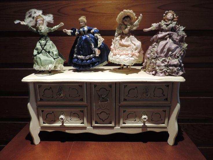 Vintage Jewelry Box,Jewelry Box,Upcycled Jewelry Box,One of a Kind Jewelry Box,Recycled Jewelry Box,Vintage Dolls,Jewelry Storage by ForFran on Etsy https://www.etsy.com/ca/listing/505734545/vintage-jewelry-boxjewelry-boxupcycled