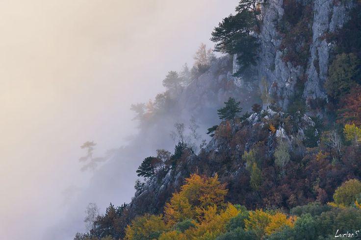 Mehedinţi Mountains, România.  Photo: © Lucian Satmarean