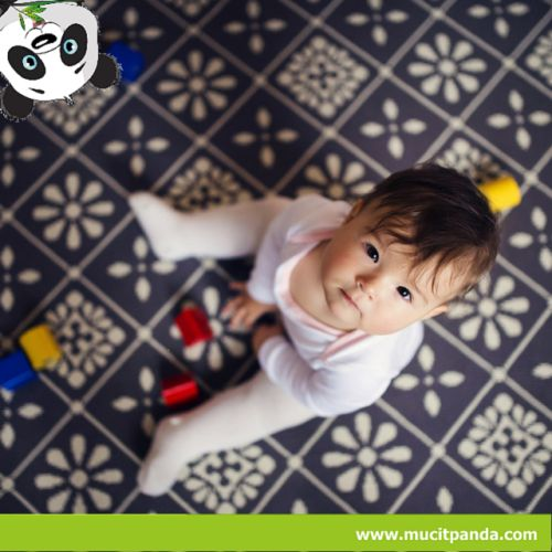Benlik kavramı doğuştan gelen bir özellik değildir, sosyal ve fiziksel çevre içerisinde zamanla oluşmaktadır. Çocuğun doğumla başlayan ve bir yaşına kadar devam eden dönemi, temel güven duygusunun oluştuğu bir dönem olarak kabul edilir. Bu dönemde anne ilgisinin tutarlı, yeterli ve devamlı olması bebeğin de dünyayı tutarlı, güvenli ve emin bir yer olarak algılamasını sağlar.