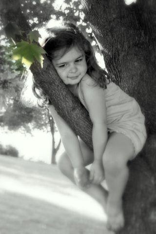 Esconder-me da minha mãe nas árvoresTrees Girls, Trees Ideas, Photography Children