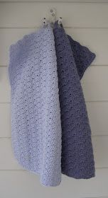 Håndklædet her er hæklet i kvadrater.   Kvadraterne gør håndklædet lidt tykkere end f.eks. muslingemønster.  Det er helt ens på både for...