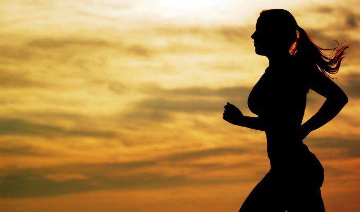 Todos estão em busca de um corpo mais bonito e saudável, certo? Mas infelizmente, as pessoas erram na hora de colocar isso em prática, e só focam na alimentação e dietas esquecendo totalmente da prática dos exercícios físicos, que são fundamentais. Por isso, trouxe 5 exercícios para emagrecer em casa, são rápidos e muito eficazes!