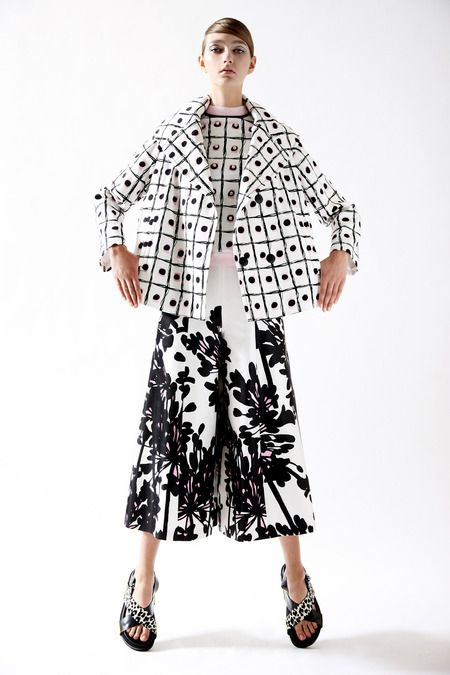 Mixed prints with bold black and white patterns; printed pattern fashion  // Antonio Marras Resort 2015
