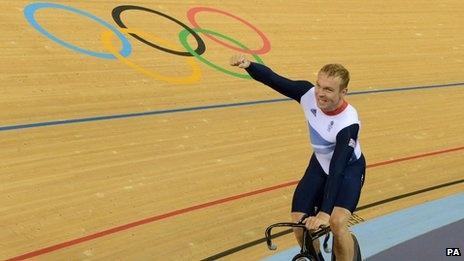 Chris Hoy celebrates his gold medal win.Team GB #3goldsinarow this morning. #BeatThat