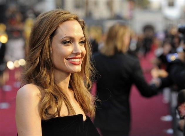 Angelina remove both breasts
