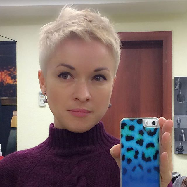 cropped hair styles best 25 buzzed pixie ideas on buzzed hair 4230