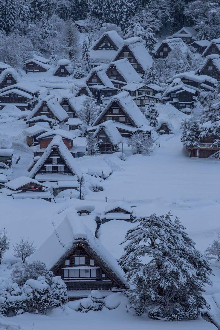 Snowy morning in Shirakawa-go, Japan 白川郷の朝   Keiichi Taguchi