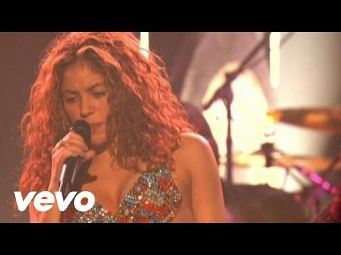 Shakira - Hips Don't Lie (Live) with Wyclef Jean = Live concert performance (7:10 long)