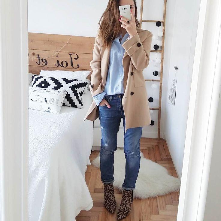 Sunday  A disfrutar de la tarde!! abrigo jeans y botines #zara camisa #mango #newco by atinaetmoi