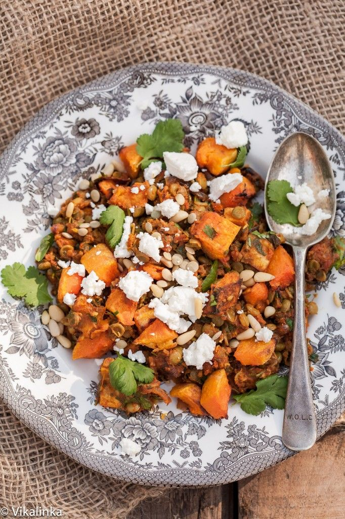 This Roasted Butternut Squash with Spiced Lentils, Feta and Pine nuts is a beautiful #vegetarian meal that will not make you miss meat one bit!