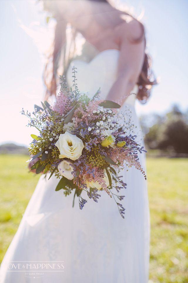 Ramo de novia bucólico para una boda country {Foto, Sara Frost · Love & Happiness} #ramodenovia #bridalbouquet