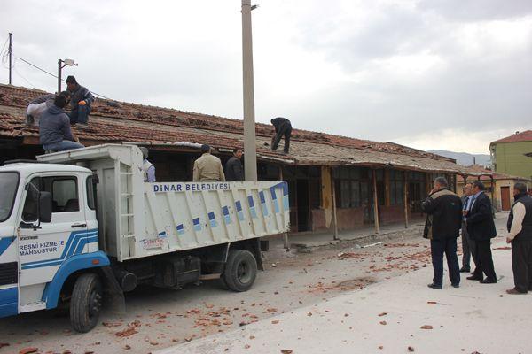 Dükkanların çatı bakımlarını belediye yaptı