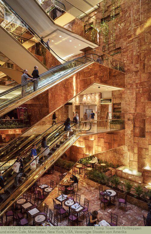 Innenansicht Trump Tower mit Rolltreppen und einem Cafe, Manhattan, New York, USA, Vereinigte Staaten von Amerika