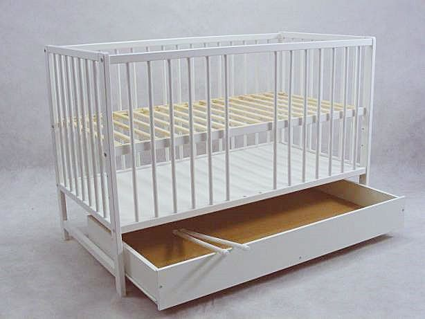 Genialne łóżeczko niemowlęce które przekształcisz z tapczanik. Łóżeczko z funkcją tapczanika Dominik jest HITEM wśród mam :) mamaania.com.pl
