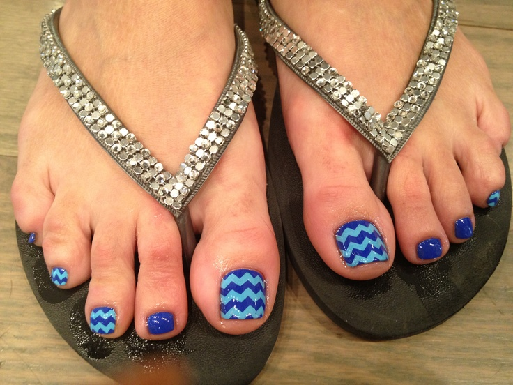Hand-painted Zigzag pedi art!   Fun!!(≧∇≦)