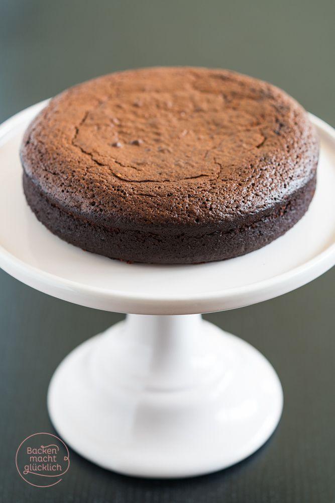 Rezept für einen superleckeren Schokokuchen ohne Mehl und Nüsse - so feucht und saftig, dass er glatt als Brownie oder Dessert durchgeht   www.backenmachtgluecklich.de